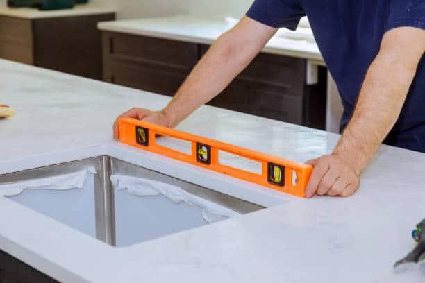 installation-comptoir-granite-quartz Installation comptoir En Granite Quartz marbre