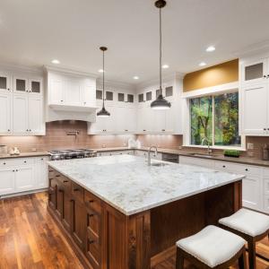 bb1-300x300 Comment concevoir une cuisine lumineuse avec des comptoirs en quartz noir et gris ?