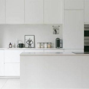 bb2-300x300 Comment concevoir une cuisine lumineuse avec des comptoirs en quartz noir et gris ?