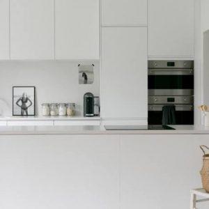 bb3-300x300 Comment concevoir une cuisine lumineuse avec des comptoirs en quartz noir et gris ?